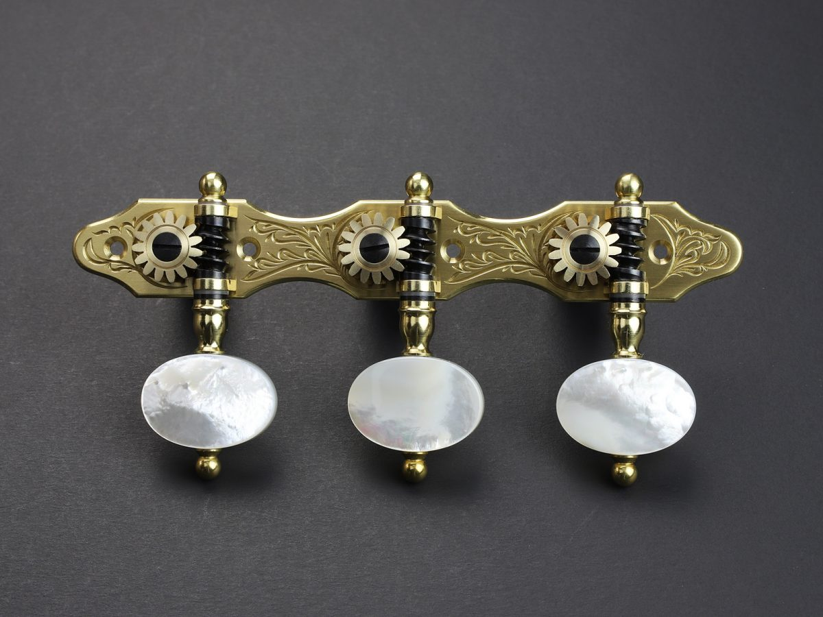 L660 Brass Oval Pattern Real Light Mother-of-pearl